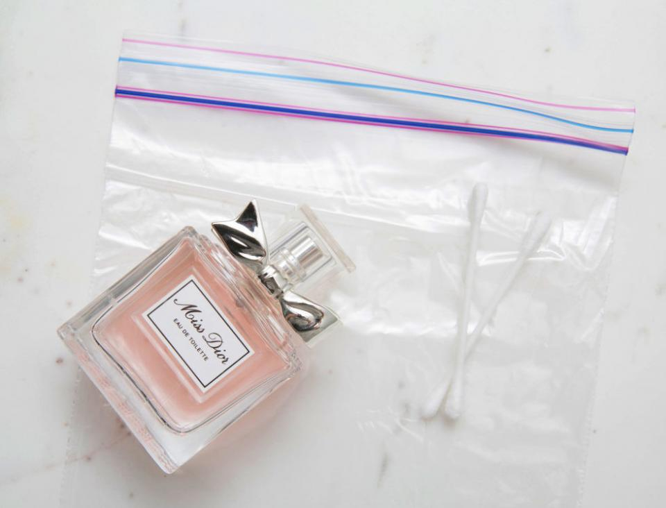 17. Spray cotton swabs with your perfume and hide them in sandwich bags inside your handbag for quick touch-ups throughout the day. It's much easier to carry cotton swabs in your clutch than an entire perfume bottle.