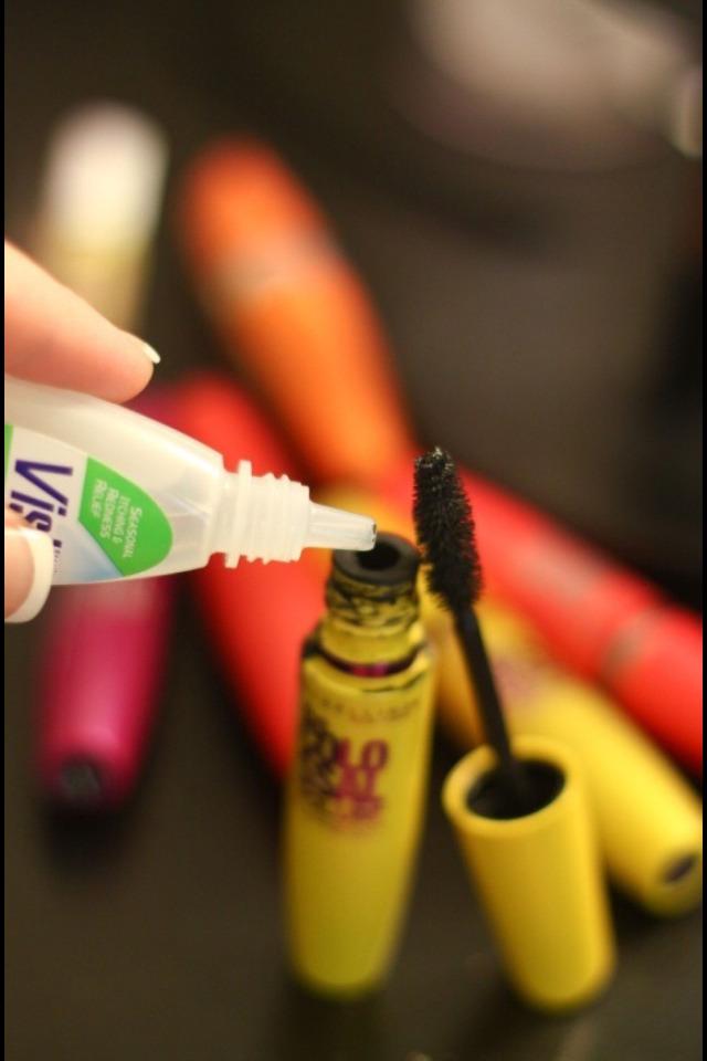 Put several drops of vistil eye drops in the mascara and shake the substances together to fix older mascara.