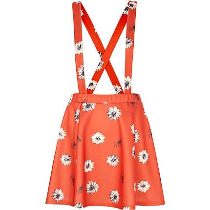 I love these dungarees skirt, they are perfect for spring weather as you can wear them when it hop with a crop top and sandals or when it's cold with leggings, a long sleeved top and boots it just perfect for any weather conditions 💕