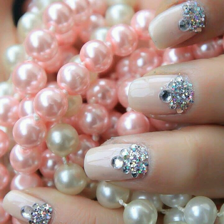 Take to your manicurist to replicate, great for special occasions!