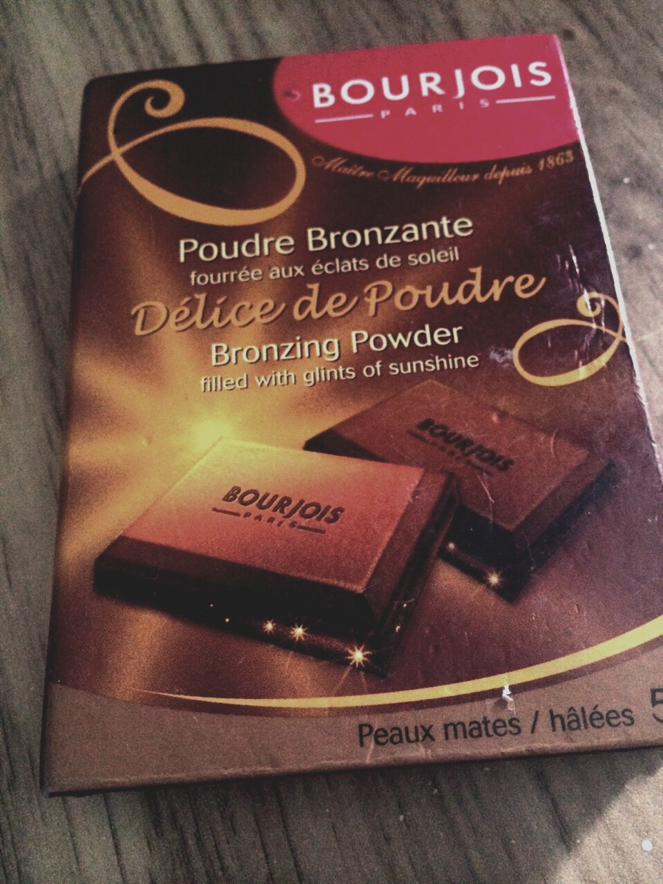 Bronzer to give a glowy and fresh look!