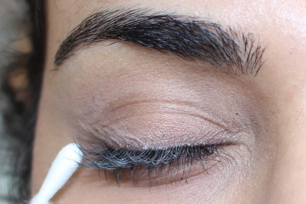 baby powder makes your lashes look longer