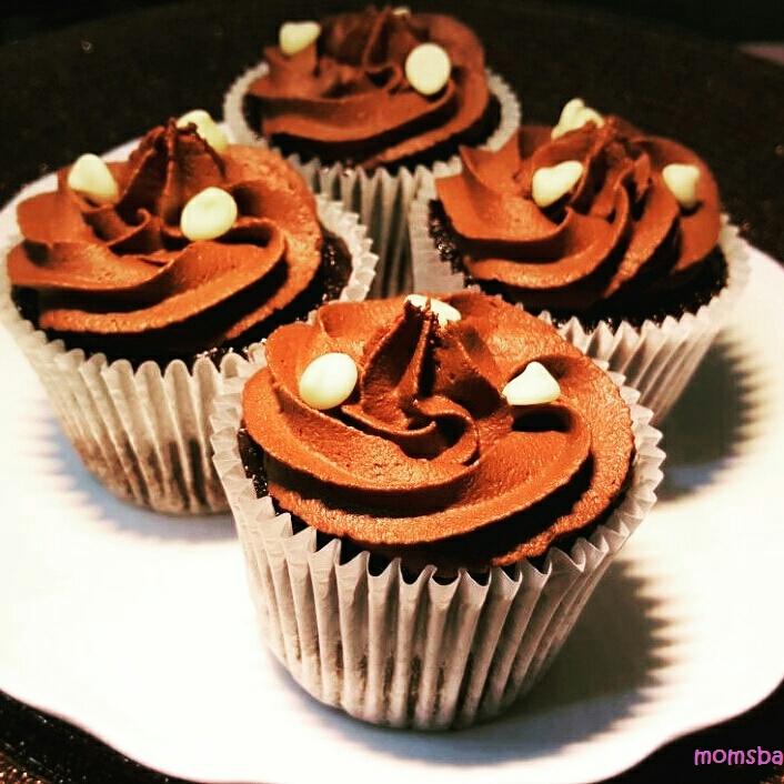 Easy super moist Banana Chocolate Cupcakes