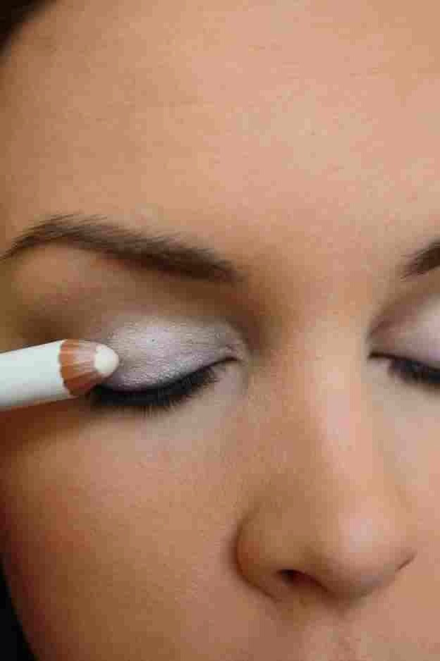 Fill your entire eyelid with white eyeliner to make the eyeshadow colours POP!! ----->>>