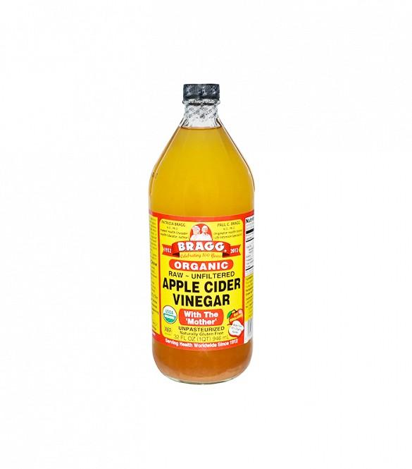 """Trick #2: Apple Cider Vinegar Rinse: Strands feeling stringy? Oates says she uses uses apple cider in between her shampoo and condition regimen, because """"it keeps the hair shiny and also balances the pH levels of the scalp."""""""