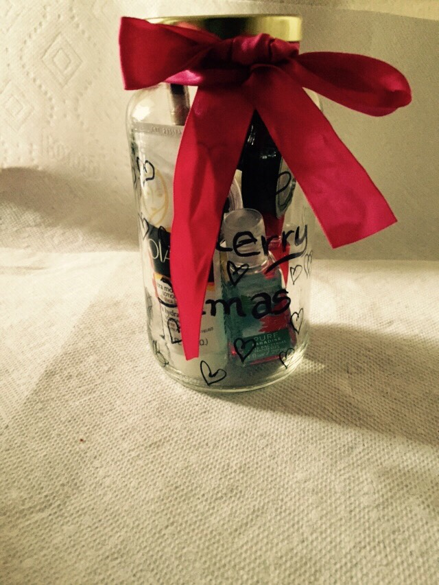 Put the cosmetics into the jar. Close it, and make a bow around it with the ribbon and you are done!!!  😃
