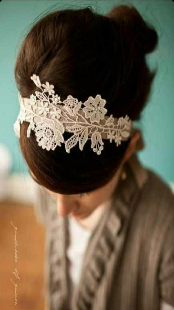 She made the lace from hers into a headband! how pretty!
