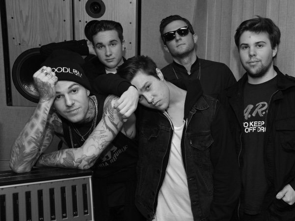 The Neighbourhood: a band from California, most popularly known for their song Sweater Weather