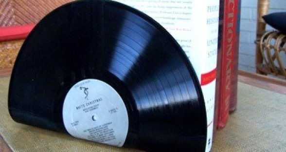 Give your books some rock and roll decor by easily turning your vinyl albums into book ends!