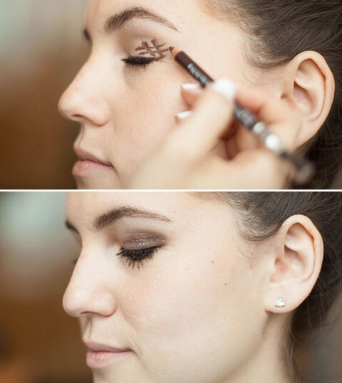 Draw a slanted hashtag at the outer corner of your eye, and then blend it for an instantly smokey effect.  To create a super-easy smokey eye, draw a hashtag symbol right before the outer corner of your eye and then blend it out with the smudger at the other end of your eye liner.