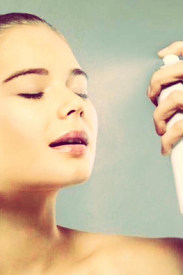 Spray hairspray on your face after doing your make up for a long lasting look. Works for up to 7 hours!