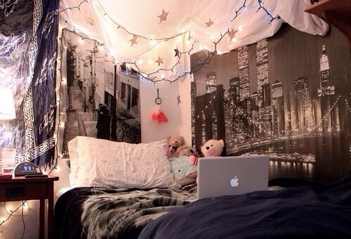 If You Make Your Own Artwork Hanging That Up Will Be Cool A Collage With Pictures Of Friends Memories Etc Hang The Lights Round Bed Or Windows