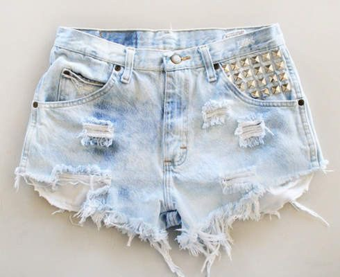 Every girl needs that perfect pair of jean shorts for the summer🌺Ripped and faded jean shorts can add attitude to your outfit, as well as looking really cute