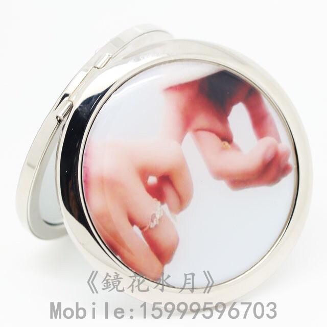 3. A hand mirror