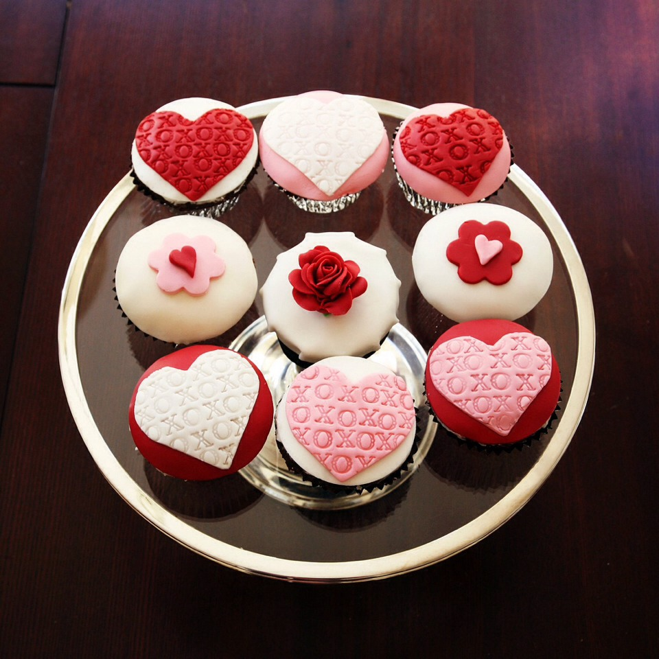 http://www.buzzfeed.com/1marthastewart/20-valentines-day-ideas-that-wont-make-you-want-ih71?sub=2955628_2357681&s=mobile.  Quick and easy diys that are not overly mushy gushy!