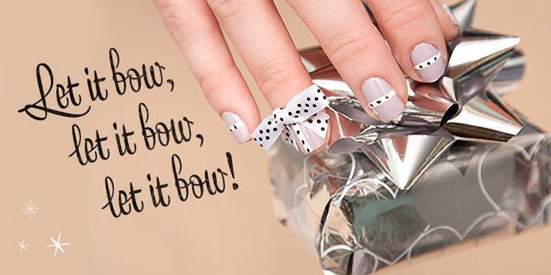 Just imagine flaunting these festive fingertips while you're clinking champagne flutes or hanging ornaments!