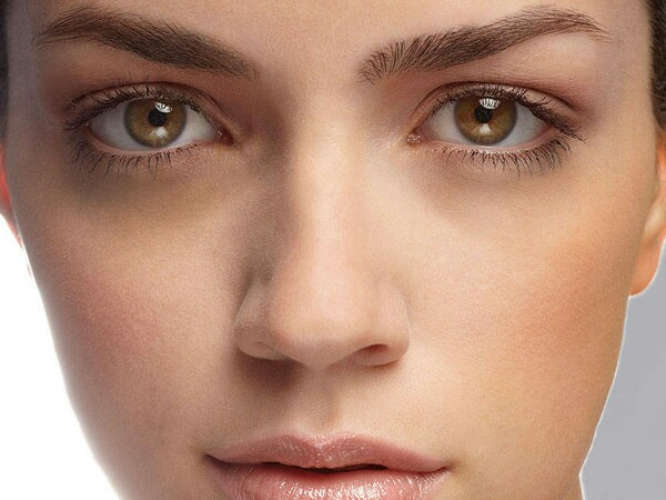 clear dark circles. mix 1tbsp of butter milk with pinch of turmeric and apply to undereye.