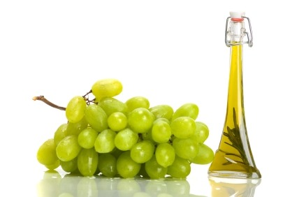 Grape oil is also rich in vitamin E, C and antioxidants. Use Grape Seed Oil directly on your body to reduce the appearance of stretch marks and saggy skin.