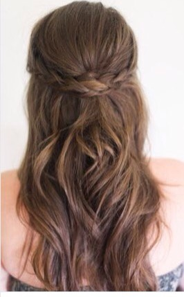 This simple hairstyle is for the days when you just feel like your hair isn't cooperating😖