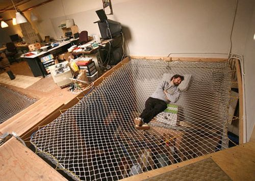 I would be scared to sleep in this!!!!😁😳😰