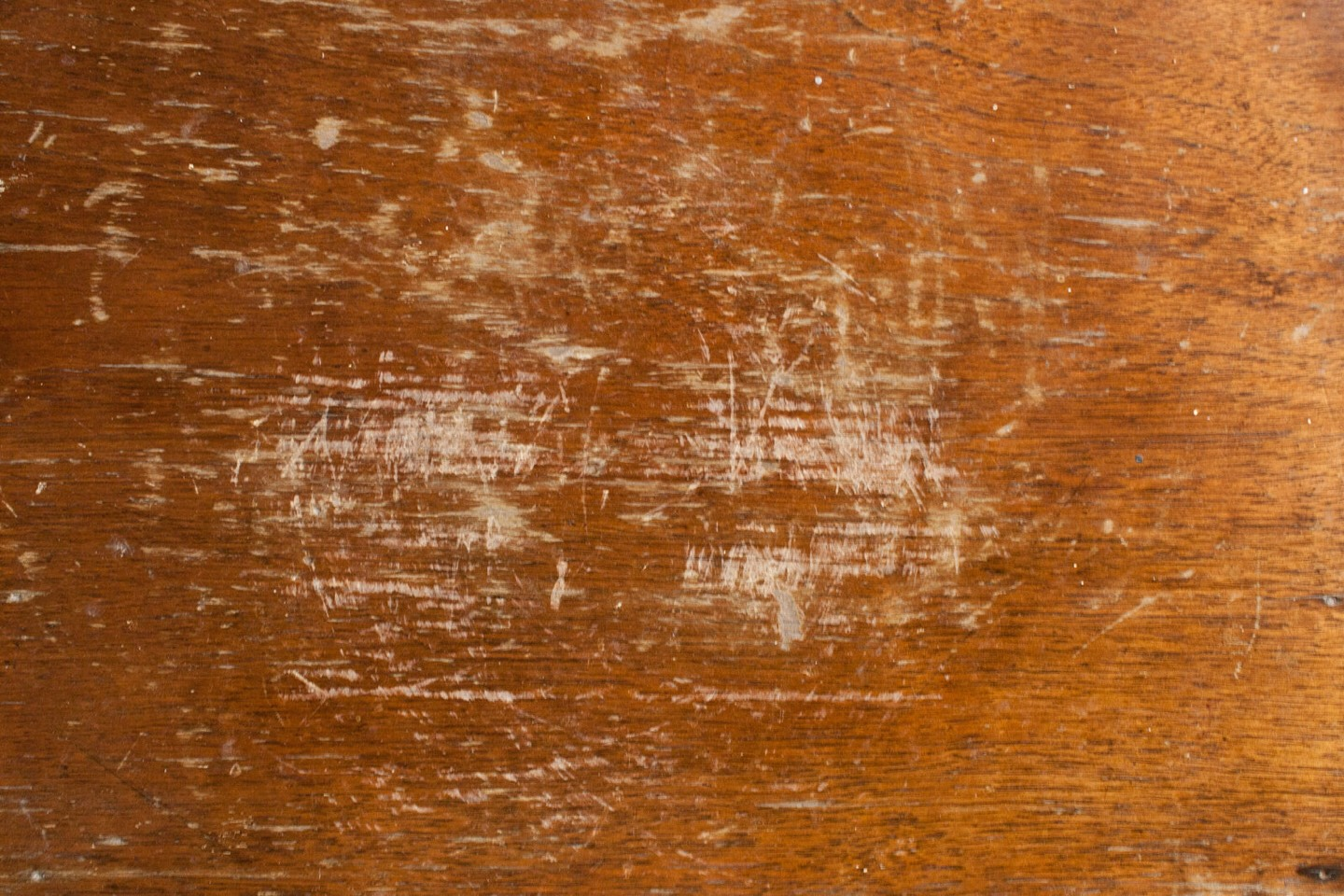 Fix scratched wood by mixing 1/4 cup of vinegar and 3/4 cup of olive oil, and rubbing it on your wood with a rag.