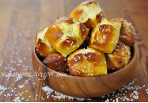 http://www.hanielas.com/2012/01/pretzel-bites.html?m=1