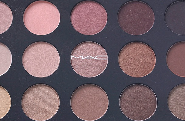 Eye shadows, just like everything else in the universe, come in a variety of options. They are powdery, creamy, matte, and sparkly. The best part is that MAC aces each of these categories, and provides the best colors and textures that blend well.