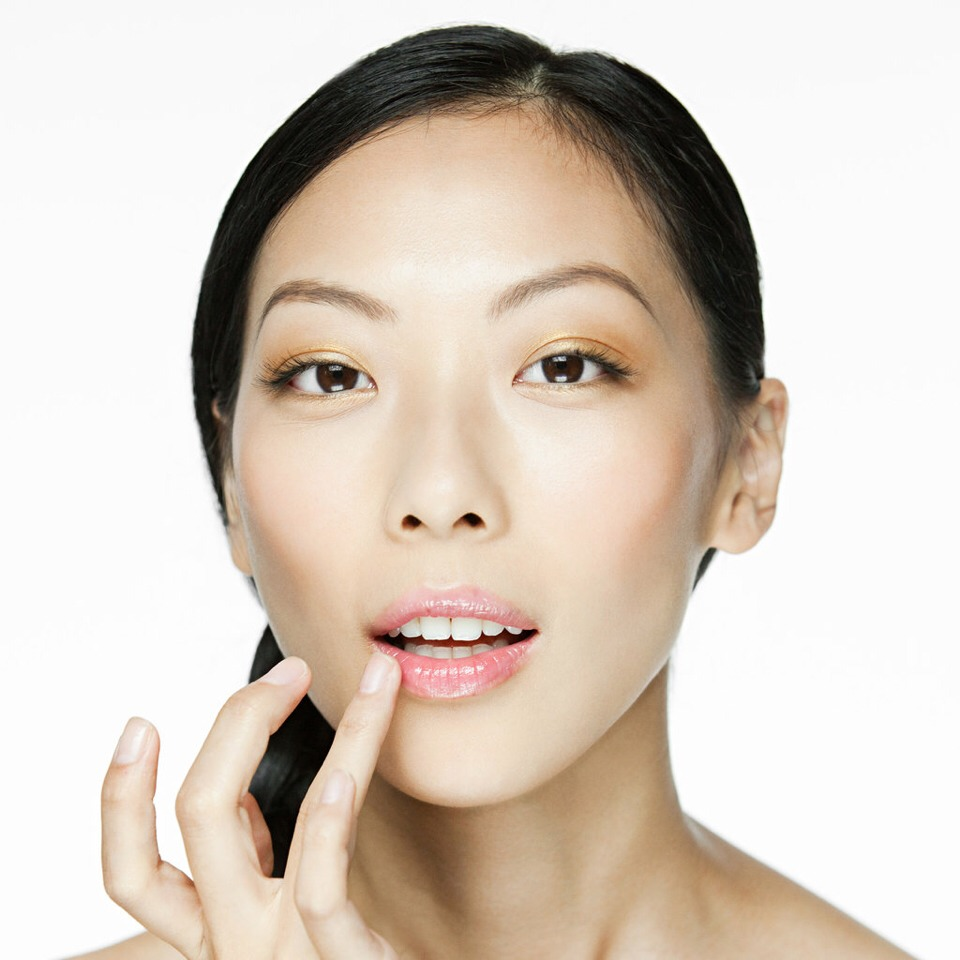 4) Apply an ointment. Be careful which over-the-counter ointment, or chapstick, you use to heal your cracked lips. Many chapsticks and ointments contain ingredients that can dry out your lips even more, forcing you to reapply them over and over.